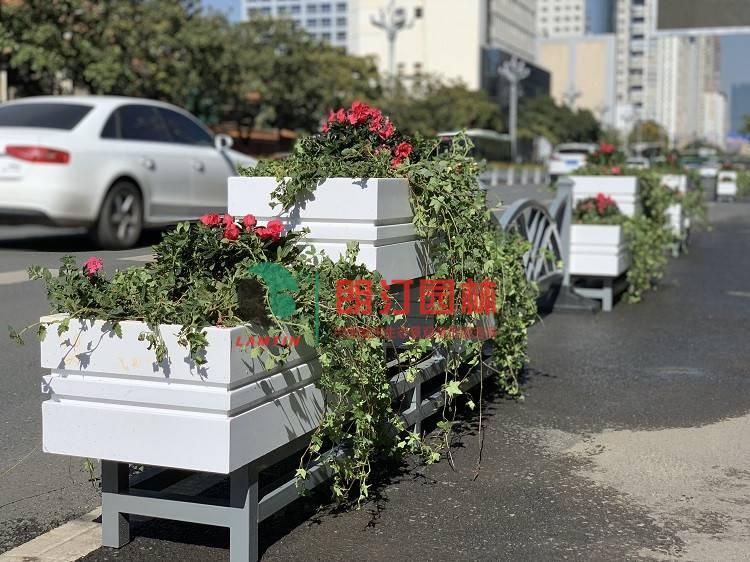 朗汀城市生態空間裝飾案例-品字型花箱圖片