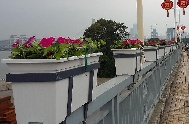 朗汀园林高架桥花盆护栏绿化